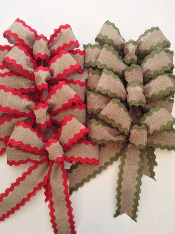 Arcos decorativos de la arpillera de Navidad - juego de 8 (cuatro de cada uno) hecho a mano y diseño con cinta atada con alambre.  Este sistema es