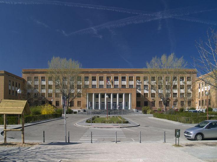 Facultad de Farmacia de la Universidad Complutense #arquitectura #madrid