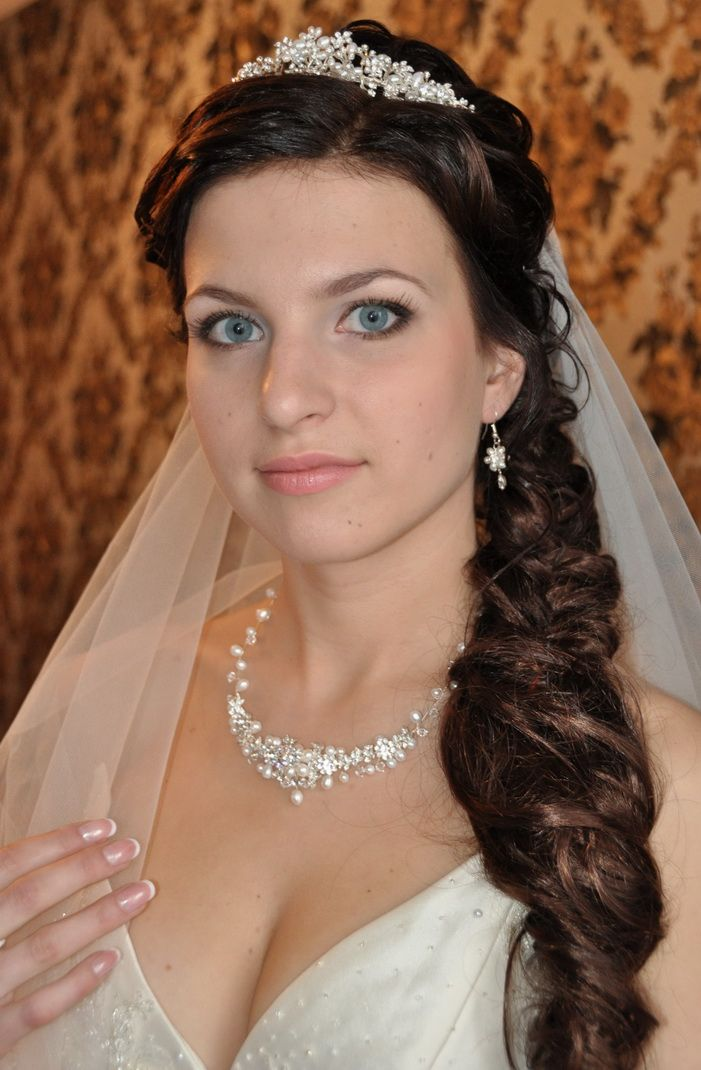 a soft side bridal hairstyle in Rome