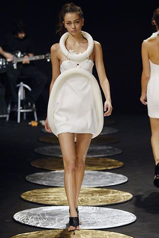Chalayan - Spring 2006 Ready-to-Wear - Look 31 of 32