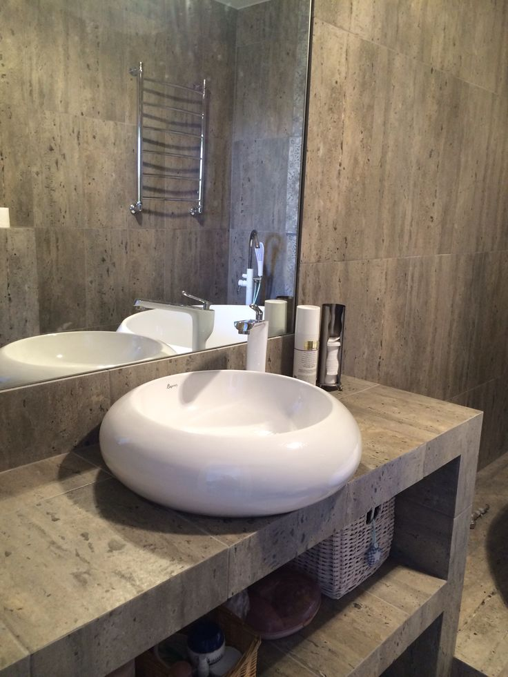 Дизайн ванной комнаты: керамогранит травертин