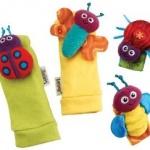 Handgelenkrassel und Füßefinder http://www.babys-und-schlaf.de/2012/09/das-ideale-spielzeug-fuer-kleinkind-und-baby/ $12.98