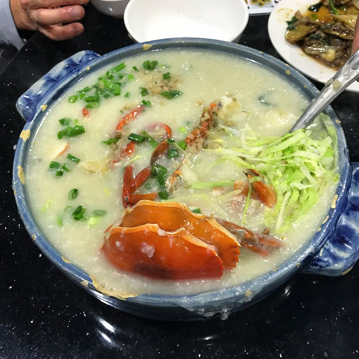 """#TBT #澳門 #消夜 梗係食 #水蟹粥 喇Post-Michelin-gala 2am #CrabCongee supper with 3-starred @TenkuRyugin chefs in #AreiaPreta #黑沙環 #Macau.  My housemates in Minnesota were all #Macanese & they've told me time & time again: """"If you come to Macau & don't have #WaterCrabCongee that basically means you've NEVER BEEN TO MACAU."""" Nuf said. Well I guess most of the white folk in HK have never been to Macau then...   The #cheungfun was also delectable with thin rice sheets similar to what I just had in Guangzhou…"""