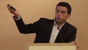 Los que quieren expulsar a Grecia de la zona euro terminarán en el basurero de la historia, declaró el controvertido economista francés Thomas Piketty, para quien el liderazgo de Alemania en la política que los acreedores quieren imponer a esa nación europea es una gran broma. En entrevista con el diario alemánDie Zeit, el director […]