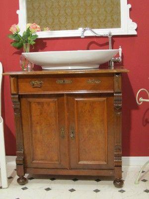 """Waschtisch antik """"Fest Verwurzelt"""" Ein antikes Badmöbel aus der Gründerzeit für das Bad der besonderen Art."""