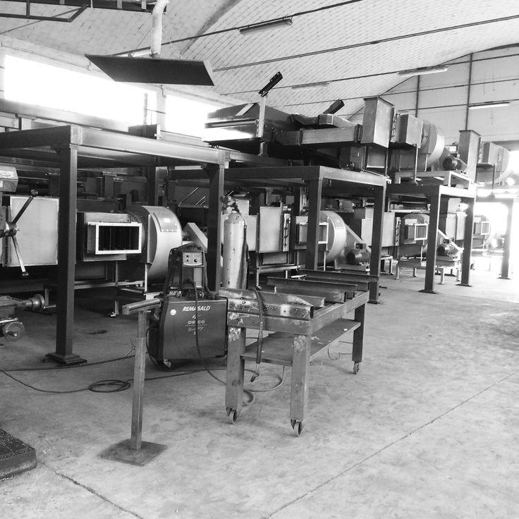 macchine industriali in costruzione