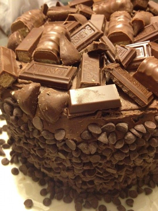 Me Encanta el Chocolate: Super Torta de Chocolate con Hershey, Kisses, kit kat y Twix