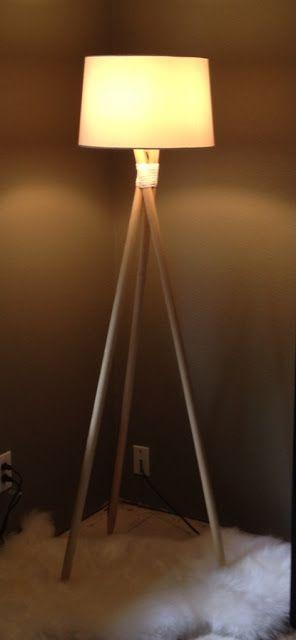 DIY Bois : lampadaire en bois. Créez vous-même votre lampadaire en bois en suivant nos conseils. Avec 3 morceaux de bois (tasseaux de Gascogne Bois (http://www.gascognebois.com/), positionnez-les et attachez-les ensemble avec du fil de fer. Puis recouvrez ce fil de fer avec de la ficelle. Placez le mécanisme de la lampe en haut et fixez le aussi avec du fil de fer. Agrafez dans l'un des morceaux de bois le fil électrique afin qu'il ne pende pas mais suive bien le long. #diy #bois