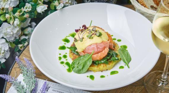 Яйцо бенедикт с копчённым лососем, пошаговый рецепт с фото