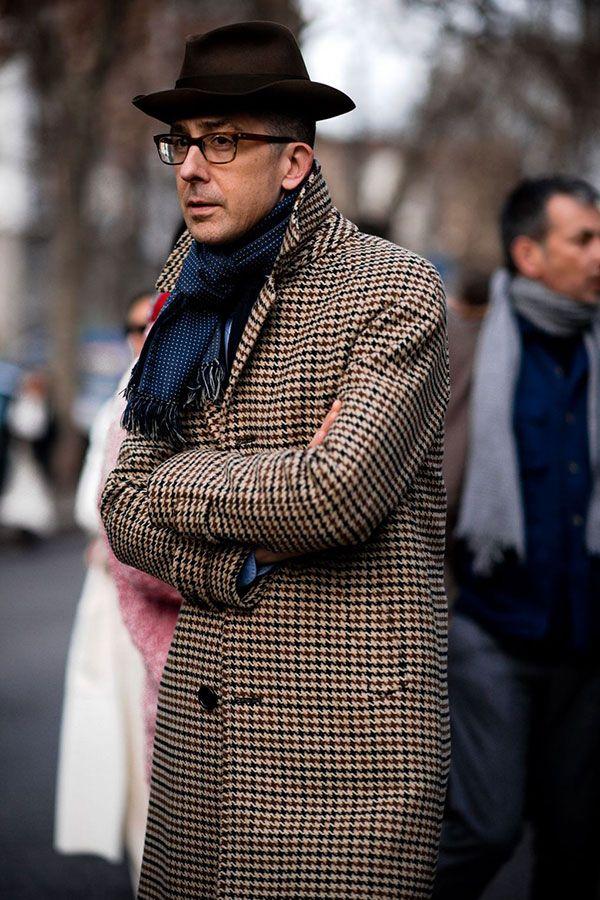 2017-03-09のファッションスナップ。着用アイテム・キーワードはコート, ハット, マフラー・ストール, メガネ,etc. 理想の着こなし・コーディネートがきっとここに。| No:200809