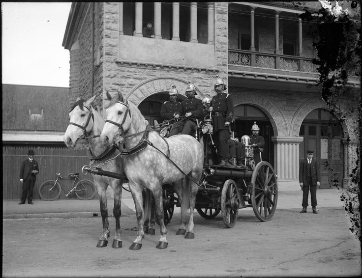 009965PD: Horse drawn steam fire engine in front of Perth Fire Station, ca. 1905.  http://encore.slwa.wa.gov.au/iii/encore/record/C__Rb1763942__S009965PD__Orightresult__U__X3?lang=eng&suite=def
