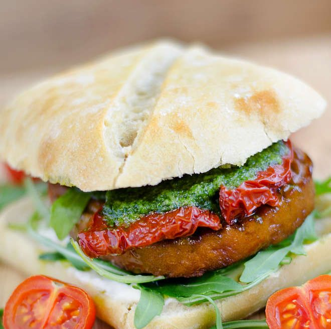 Les burgers lover devraient adorer ce burger italien revisité, plus healthy et tout aussi gourmand !