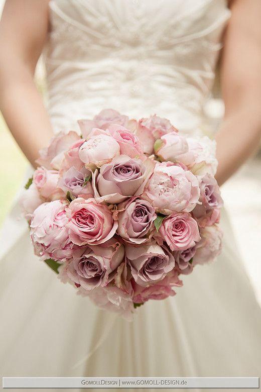 Brautstrauss mit Rosen und Pfingstrosen:
