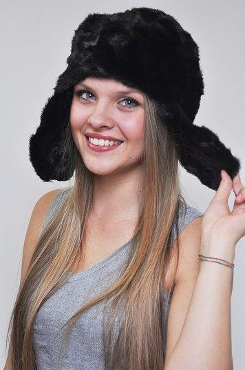 Cappello in ritagli visone nero con copriorecchie. http://www.amifur.com