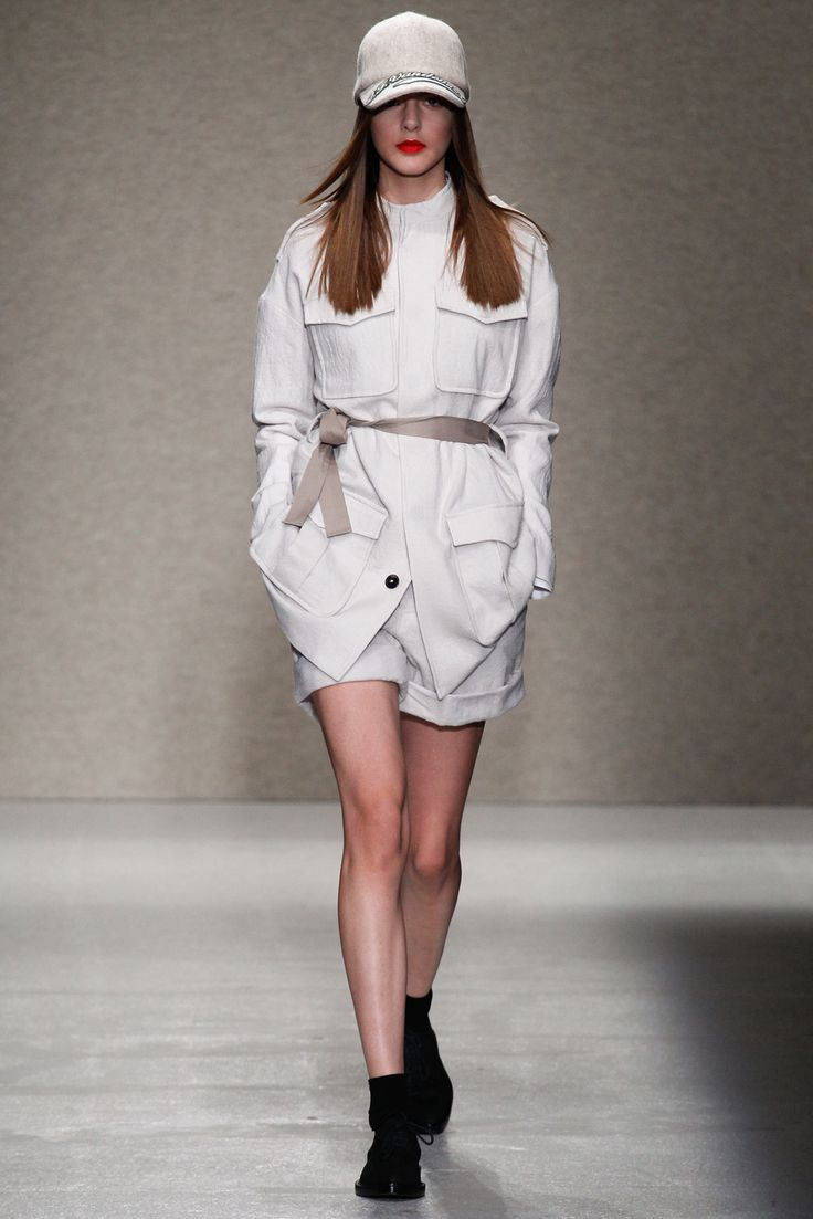 A.F. Vandevorst Fall 2014 Ready-to-Wear Fashion Show - Alma Durand (OUI)