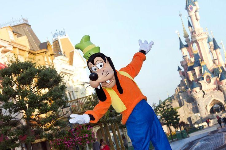 En los primeros viajes a Disneyland París, todos estamos como locos buscando en Internet trucos, trucos que nos ayuden a mejorar nuestra experiencia en el parque y aprovechar al máximo el tiempo. Posiblemente habéis llegado aquí de esa manera, buscando como locos trucos Disneyland París. Seguro que habéis leído bastantes ...