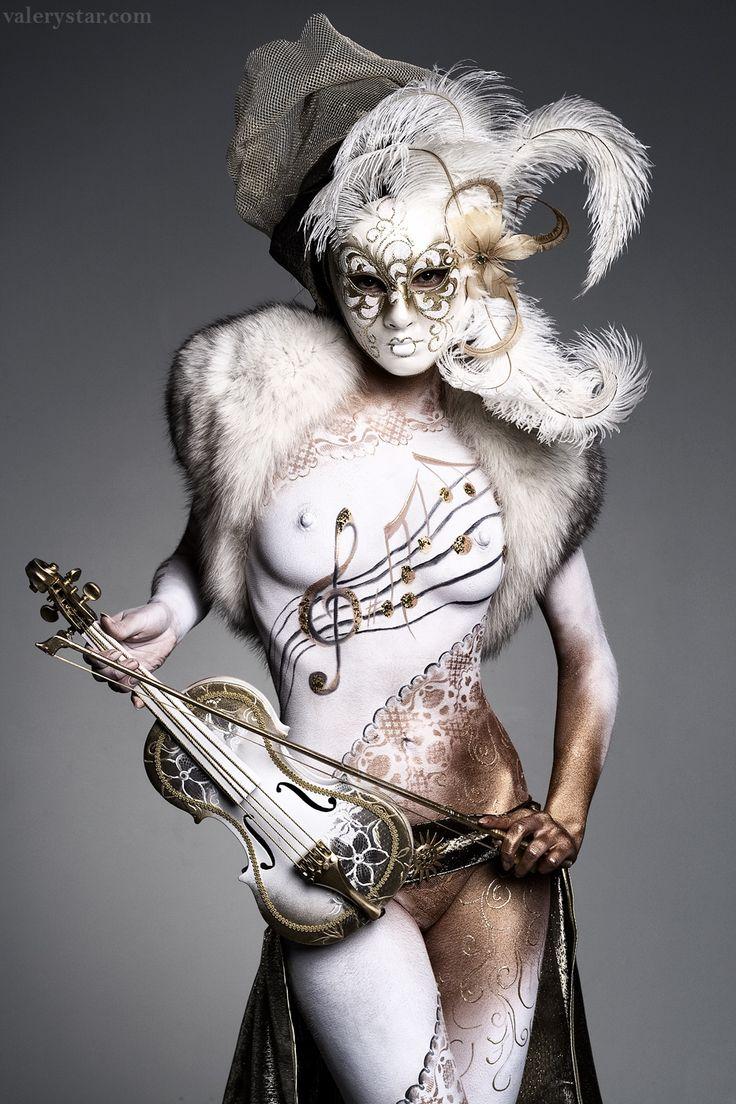 Valerie Star, body-art