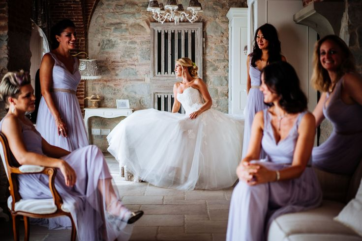 The last picture of the bride with her bridesmaids before the ceremony