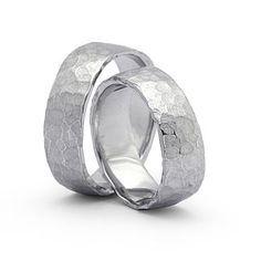 """Ringe aus 925 : Silber : S123 Damenring, Herrenring: 6-7mm breit Oberfläche: """"Struktur"""" mattiert Die Eheringe werden auf Bestellung für Sie produziert, Änderungen am Design und Zusammensetzung möglich. Auch in Gold und Palladium erhältlich."""