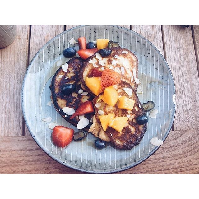 Breakfast in Holland! gluten free banana pancakes with fruit and maple syrup #lavinia #netherlands #brunch. Thanks #Repost from @naughty_health @laviniagoodfood #kerkstraat #amsterdamfoodies #breakfast #organicfood #pancakes #GlutenFree #mornings #holiday #mornings #blueberries #netherlands #amsterdam