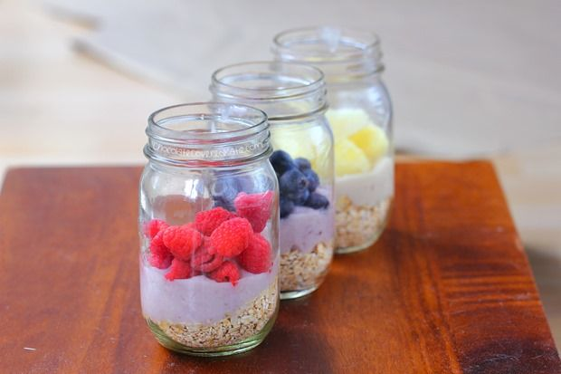 How to make overnight oats - with just 5 minutes of prep work for a super healthy & filling delicious breakfast to grab and go the next morning!!!
