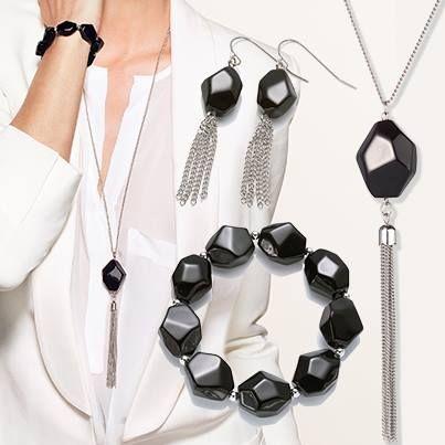 Adaugă look-ului tău o notă de stil şi îndrăzneală, purtând aceste accesorii ideale pentru o ţinută elegantă sau casual:  27240 Brăţara Tassel (25 lei) 26977 Cercei Tassel (19 lei) 26976 Colier Tassel (29 lei)