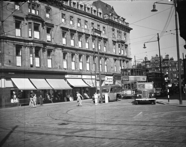 Charing Cross in 1958. The Grand Hotel stands on the left, with St George's Cross Mansions in the distance