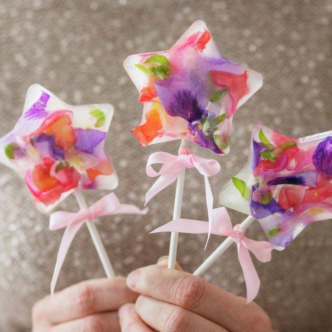 Pinneis med blomster
