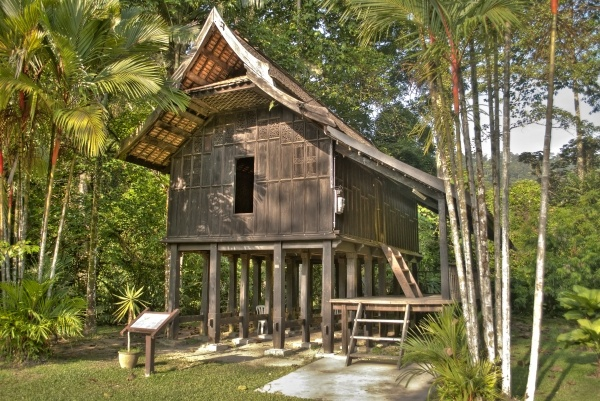 Old terengganu house structures pinterest house for Thai classic house