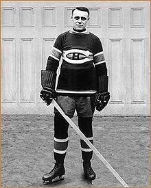 Maurice Joseph Malone alias Joe Malone dans la tenue des Canadiens de Montréal. (1950)