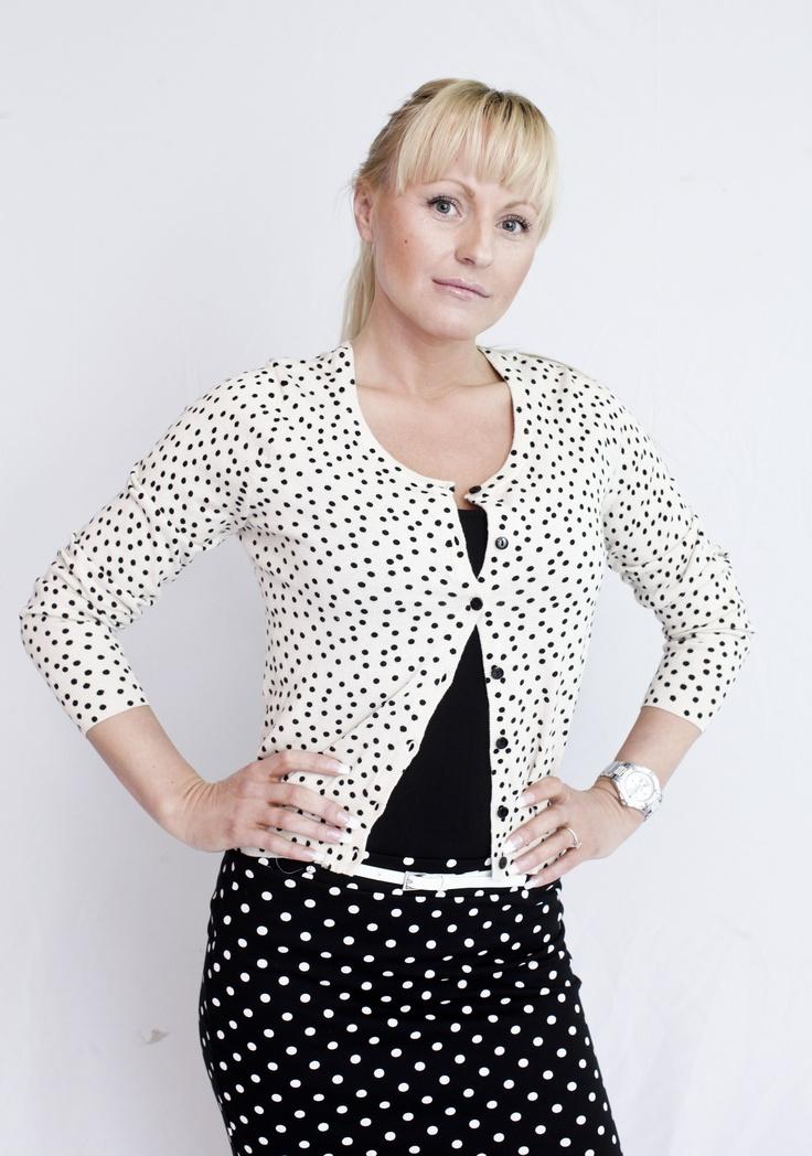 Polkadott-damen Thea fra kampanjen by:stammer som vi har utarbeidet for Trondheim Torg kjøpesenter i 2012.