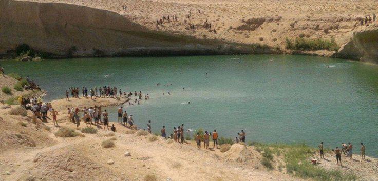 Un lago si è formato in mezzo al deserto nel sud della Tunisia. La distesa d'acqua, che si trova a 25 chilometri dalla città di Gafsa, è comparsa in una zona afflitta dalla siccità. Scoperta da alcuni pastori e considerata miracolosa dalla maggior parte della popola