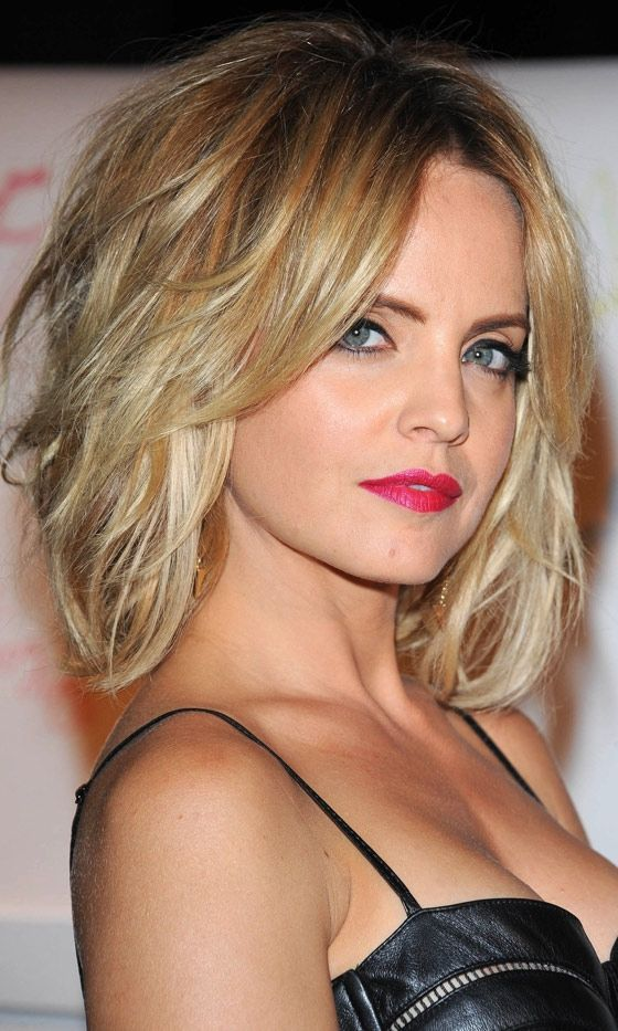 Mena Suvari's Gorgeous Short Hairstyle Layered, 2012