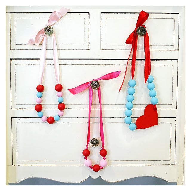 cute valentine's necklaces with wooden beads, paint, and ribbon :)Valentine Crafts, Valentine'S Day, Little Girls, Crafts Ideas, Diy Necklaces, Valentine Day, Beads Necklaces, Kids Crafts, Bead Necklaces