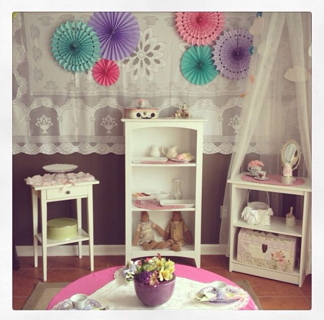 Tea party decoration - on my kitchen with some furnitures I already have!