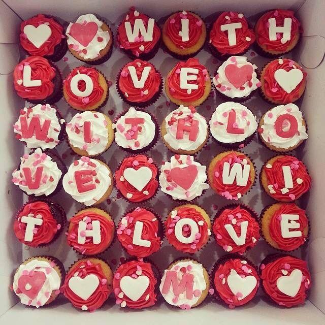 Sorpréndela con unos Cupcakes en Valentine's Day! - Pídelos al (1) 625 1684 #SoSweet #PasteleríaArtesanal #Cupcakes Cupcakes en Bogotá. Cupcakes Personalizados #WithLove #bogotá #cupcakefactory #cupcakesenbogotá #ValentinesDay #Love #DiaDeSanValentin #SanValentin www.SoSweet.com.co