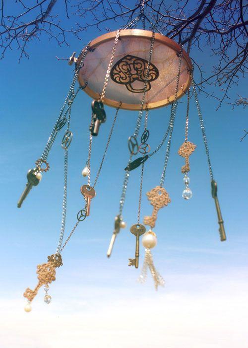 DIY - Skeleton Key Windchime - Tutorial - Embridery hoop, a bunch of old keys, chain & some sheer fabric!