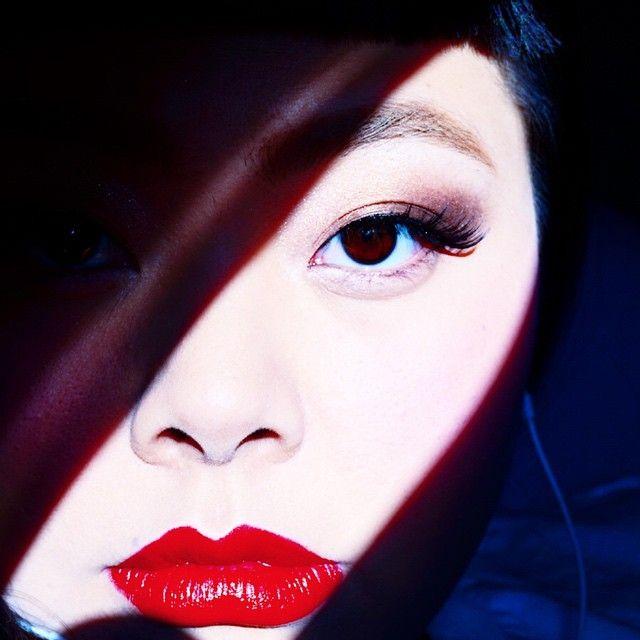 渡辺直美  アイシャドーは指で塗る&キラキラに