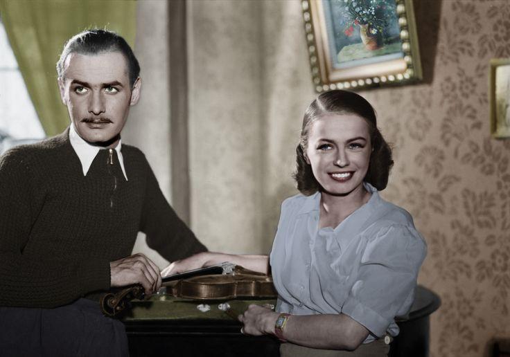 """Danuta Szaflarska oraz Jerzy Duszyński w filmie """"Zakazane Piosenki"""" (1946)"""