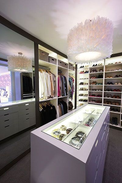 An island of see-through drawers for the ultimate accessory collector!