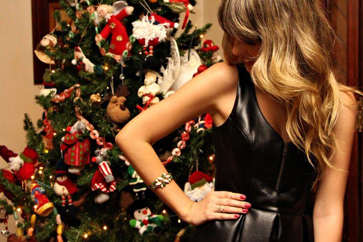 Look da noite, Look Natal, Natal, Vestido de couro, pregas, Clutch de cobra vermelha Tia Té, Acessórios Marina Casemiro, Maxi Brinco, Peep toe preto (7)