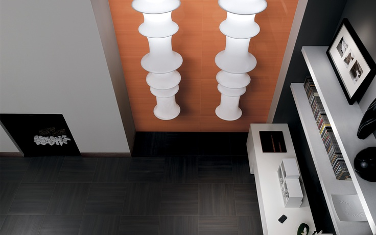Collection: FAP Life / Antracite   Deep, chocolate-grey floor tiles and warm, leather-color wall tiles give extra depth to this modern decor.