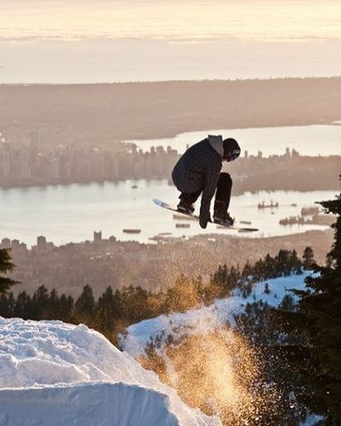 The place to be the city in the background and perfect snow conditions! #snowboarding #snowboard #powder #powderday #snow #snowboardingworld #shred #placetobe #love #winter