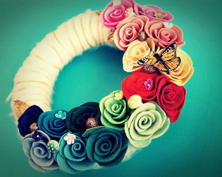 NEED to make this!: Felt Wreath, Diy Crafts, Yarn Flower, Crafty Things, Wreath Idea, Felt Flower, Craft Ideas, Yarn Wreaths
