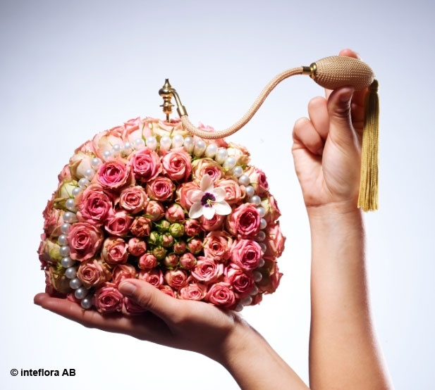 Blommor, parfym - blomsterkreationer på hög nivå.