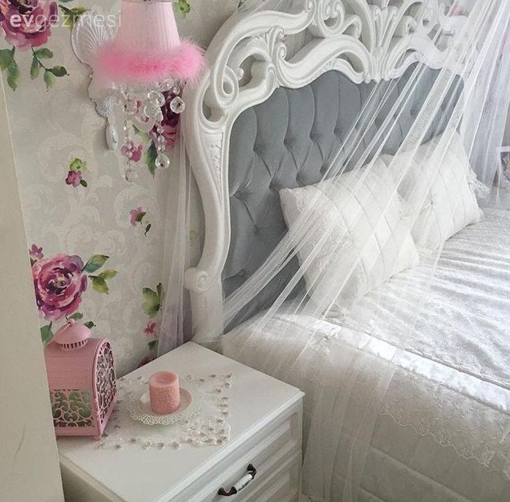 11 yıllık evli, 2 de küçük çocuk sahibi Bihter hanım, yeni evini dekore ederken her şeyi baştan tasarlıyor. Doğup büyüdüğü İstanbul'dan 3 yıl önde Çerkezköy'e taşınan ev sahibimiz, tasarıma çok da uza...