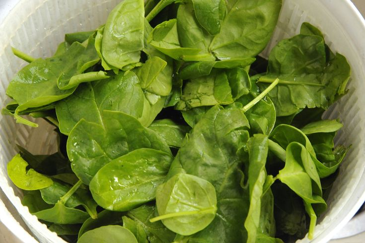 What Types of Salad Dressings Are Good on Spinach?