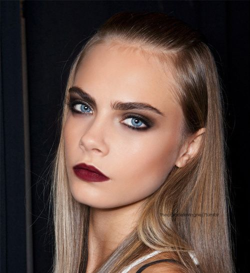 Cara Delevingne. I don't really like how it looks with her coloring to be honest (this is a look just made for brunettes and dark eyes), but the make up itself is phenomenal. That lip color!