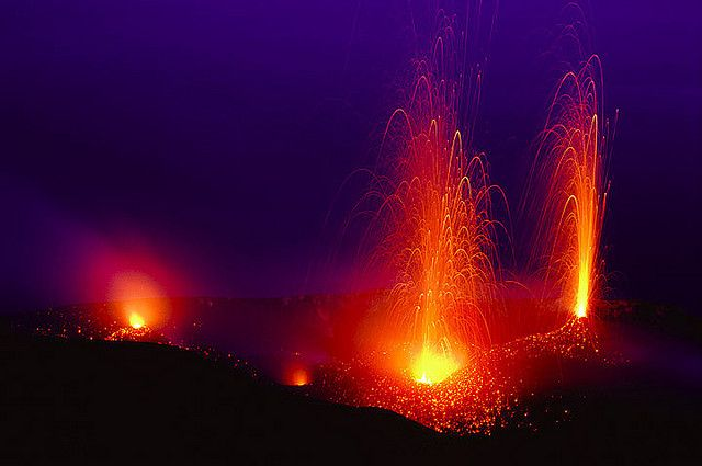 Strombolian eruptions from two vents on Stromboli volcano