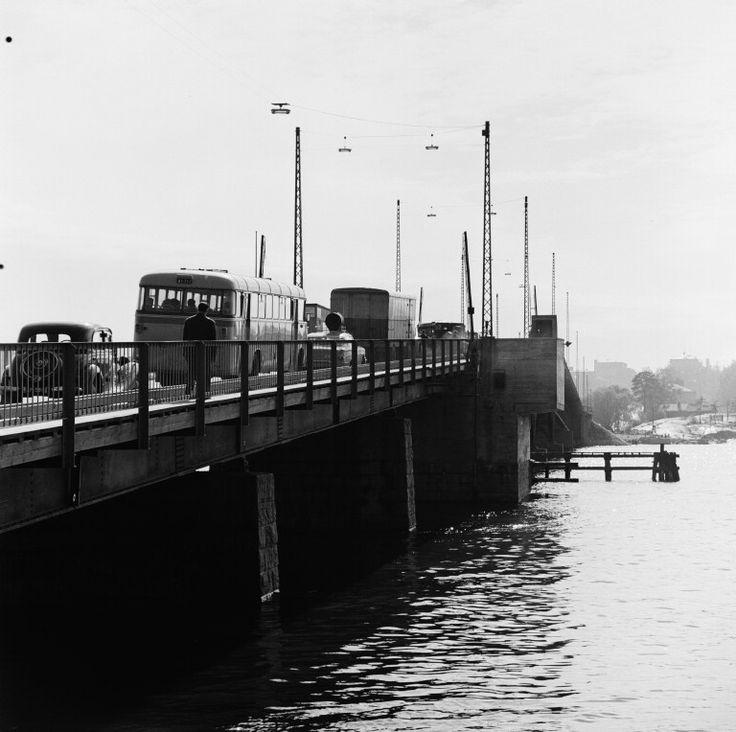 Liikennettä Lauttasaaren sillalla. - Finna - Helsingin...